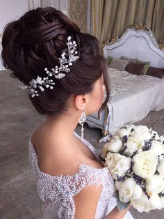 Elstile Long Wedding Hairstyle Ideas 14 / http://www.deerpearlflowers.com/26-perfect-wedding-hairstyles-with-glam/3/