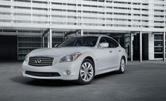 Infiniti M35h - The Best Luxury Hybrids on the Market: http://www.greenerideal.com/vehicles/0827-the-best-luxury-hybrids-on-the-market/