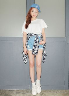 High waist jeans+white tee
