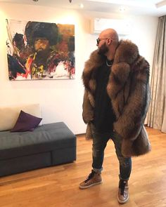 😎 what you think about this fluffy coat for you men? Shearling Jacket, Fur Jacket, Coat Dress, Men Dress, Fur Fashion, Mens Fashion, Fashion Trends, Mens Fur, Fluffy Coat