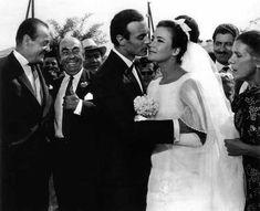 "H Τζένη Καρέζη και ο Ανδρέας Μπάρκουλης στην ταινία ""Τζένη Τζένη"", 1966. Το νυφικό που φοράει η Τζένη Καρέζη είναι αυτό που είχε φορέσει στον γάμο της με τον Ζάχο Χατζηφωτίου, το Μάιο του 1962."
