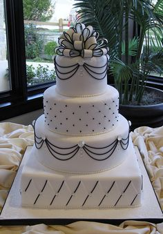 Black and white bow #wedding #cake