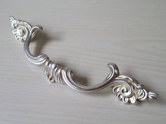 Silver Dresser Knobs - Home Furniture Design Kitchen Cabinets Handles And Knobs, Shabby Chic Kitchen Cabinets, Kitchen Pulls, Kitchen Cabinet Styles, Cabinet Knobs, Cupboards, Drawer Pulls And Knobs, Dresser Pulls, Dresser Drawers