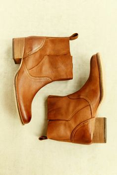 Sam Edelman Petty Ankle Boot - Urban Outfitters love these! Need these in black. Timberland Boots, Ugg Boots, Shoe Boots, Rain Boots, Timberland Fashion, Bootie Boots, Crazy Shoes, Me Too Shoes, Mode Pop