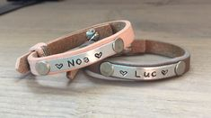 Naam Armband Kids Leer Metal Stamping, Smiley, Diy Jewelry, Beads, Ring, Bracelets, Leather, Craft Ideas, Crafts