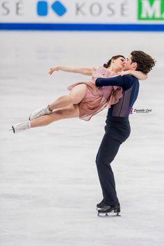 Tessa Virtue & Scott Moir (Free dance, season Looks fun! Virtue And Moir, Tessa Virtue Scott Moir, Golden Skate, Tessa And Scott, Ballet, Skates, Ice Skaters, Olympic Games, Ice Dance