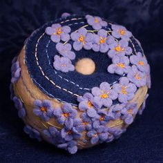 Blue Flowers Pincushion   par verybigjen