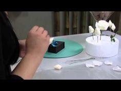 04/02/2015 – Rosa branca em pasta de açúcar – Uiara Laforé | RS21