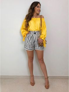 pure din blanket me.uth ne hi nai wali. Simple Fall Outfits, Fall Fashion Outfits, Mode Outfits, Short Outfits, Chic Outfits, Summer Outfits, Fashion Trends, Fashion Line, Girl Fashion