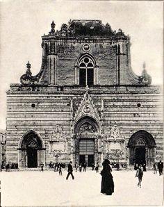 Il Duomo ai primi del '900 Messina, Roman Empire, Sicily, Big Ben, Louvre, Building, Travel, Viajes, Ancient Rome