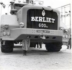 Berliet T100 n°1 exposition place Bellecour à Lyon