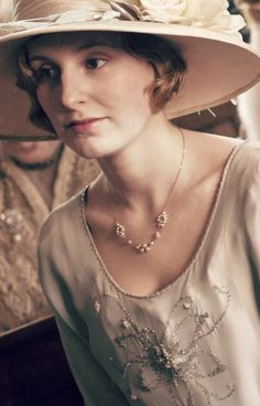 Downton Abbey Lady Edith (Laura Carmichael)//