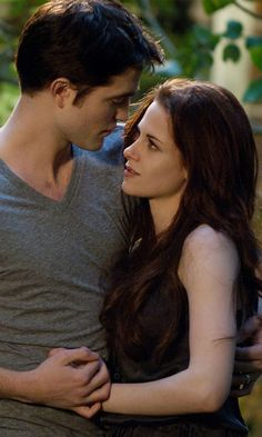 Twilight: Breaking Dawn – Part 2 - Edward Cullen & Bella Swan (Robert Pattinson and Kristen Stewart) Twilight Edward, Saga Twilight, Twilight Quotes, Twilight Breaking Dawn, Breaking Dawn Part 2, Twilight Pictures, Twilight Movie, Breaking Bad, Robert Pattinson Twilight