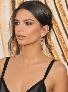 Emily Ratajkowski makeup, neutral smokey eyes