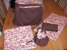 DIY Diaper Bag set with wet bags for cloth diapers. I love it when there is actually DIY instructions and not just a picture! Diy Diapers, Cloth Diapers, Pregnancy Crafts, Diaper Bag Tutorials, Wet Bag, Baby Time, Baby Crafts, Baby Sewing, Just In Case