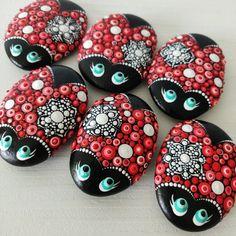 Mandala Painted Rocks, Mandala Rocks, Painted Stones, Christmas Rock, Christmas Snowflakes, Christmas Ornaments, Pebble Stone, Stone Art, Pebble Art