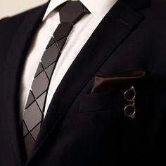 HEX TIE HEATHROW & HEX LONDON B -18k Gold Garment Clip