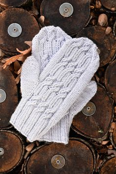 Manitoba Mittens Designed by Universal Yarn Design Team PATTERN NOTES Twisted stitches form the foundation of the cables on the back of these warm mittens. A bold twisted Mittens Pattern, Knit Mittens, Knitted Gloves, Knitted Bags, Knitting Patterns Free, Free Knitting, Free Pattern, Aran Weight Yarn, Cable Needle