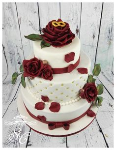 Bordeaux and White by Sandy's Cakes - Torten mit Flair - http://cakesdecor.com/cakes/256220-bordeaux-and-white