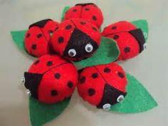 imas de geladeira em feltro - Resultados Yahoo Search Results Yahoo Search da… Ladybug, Feltro, Refrigerator Magnets, Ladybugs, Craft, Key Hangers, Stuff Stuff, Felt Toys, Flowers