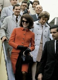 Nadire Atas on Jacqueline Kennedy Onassis Former American first lady Jackie Kennedy arriving at the World's Fair in Montreal, Quebec, Canada, photographer unknown. Jacqueline Kennedy Onassis, John Kennedy, Jacqueline Kennedy Jewelry, Estilo Jackie Kennedy, Les Kennedy, Jaqueline Kennedy, Expo 67 Montreal, Montreal Quebec, Montreal Canada