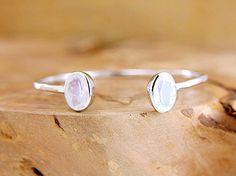 Rainbow moonstone bangle Hammered silver open cuff bracelet Dual gemstone open bangle Boho luxe jewelry by Freesize di Freesize su Etsy https://www.etsy.com/it/listing/238099733/rainbow-moonstone-bangle-hammered-silver