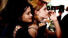 BTS - Helena Bonham Carter & Emma Watson on the set of 'Harry Potter and the Deathly Hallows Part Harry Potter Actors, Harry Potter Tumblr, Harry Potter Pictures, Harry Potter Love, Harry Potter Universal, Harry Potter Fandom, Harry Potter Memes, Harry Potter World, Harry Potter Hogwarts