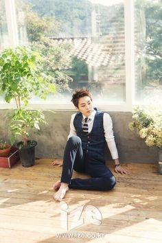 barefoot Xiumin. Sharp. ^_^