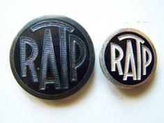 2 ANCIENS BOUTONS INSIGNES RATP EMAIL NOIR ET METAL METRO PARISEN