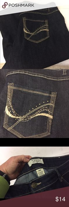 """d. jeans New York Capri Jeans sz 18W Very good clean condition.  Stated size18W.  Waist up to 42"""".  Rise 11"""". Inseam 20"""". d. jeans New York Pants Capris"""