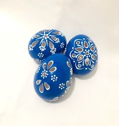 Set of 3 Blue Hand Decorated Colours Painted Chicken Easter Eggs Blue Chicken Eggs, Painted Rocks, Hand Painted, Egg Tree, Hand Wax, Egg Decorating, Painting Tips, Easter Baskets, Easter Eggs