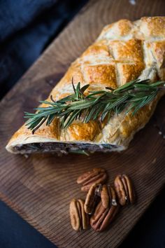 Mushroom Wellington with Rosemary and Pecans- a simple, elegant vegan main dish, that can be made ahead, perfect for holiday gatherings! Vegan Christmas, Vegan Thanksgiving, Christmas 2019, Christmas Recipes, Holiday Recipes, Dinner Recipes, Vegan Wedding Food, Vegan Wellington, Vegetarian Recipes