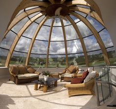 Best glass ceiling design ideas to enjoy the night sky 07 Geodesic Dome Homes, Dome House, Glass Ceiling, Glass Walls, Earthship, Round House, Glass Domes, Design Case, Ceiling Design