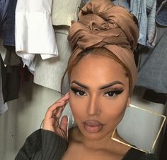 The hair not the make-up. Hair Wrap Scarf, Hair Scarf Styles, Curly Hair Styles, Natural Hair Styles, Mode Turban, Turban Style, Flawless Makeup, Black Girls Hairstyles, Scarf Hairstyles