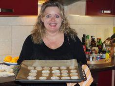 """Die berühmten Maierhofener Nusskekse - das Rezept finden Sie im Roman """"Kräuter der Provinz"""". The famous Maierhofener nut-cookies - please find the recipe in the book."""