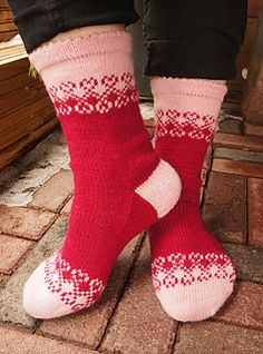 Ravelry: Unelma Onnesta pattern by Tiina Kuu Knitting Socks, Knit Socks, Jogging, Ravelry, Stockings, Crochet, Pattern, Slippers, Christmas