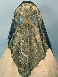 Black Chantilly Lace Shawl, 1850-1860s  I really like it, and the shawl itself could be a great touch to a pastel-outfit in spring if you wear it the right way.