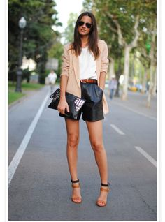 http://www.fashionvibe.net/2012/08/black-leather-on-me.html?m=1