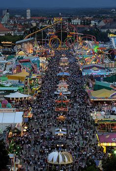 a mundialmente famosa Oktoberfest. the world renowned Oktoberfest. Festivals Around The World, Places Around The World, Travel Around The World, Around The Worlds, Dream Vacations, Vacation Spots, Places To Travel, Places To See, Grand Parc