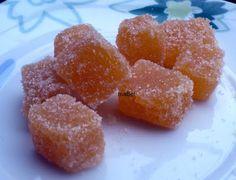 Unos bombones hechos a partir de pulpa de la fruta. Yo usé damascos o albaricoques que estan en temporada, pero puede servir para cualquier...