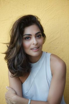 Juliana Paes, cabelo medio com camadas. Medium hair with layers Lob Haircut, Lob Hairstyle, Pretty Hairstyles, Braided Hairstyles, Prom Hairstyles, Medium Hair Styles, Curly Hair Styles, Cabello Hair, Medium Layered Hair