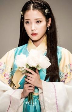 Moon Lovers: Scarlet Heart Ryeo (Hangul: 달의 연인 - 보보경심 려; RR: Dar-ui yeon-in… Korean Traditional Dress, Traditional Dresses, Korean Beauty, Asian Beauty, Iu Moon Lovers, Iu Hair, Korean Hanbok, Scarlet Heart, Korean Star