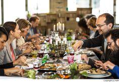 gemeinsam essen - Google-Suche Küchen Design, Table Settings, Google, Gourmet, Large Wine Bottle, Budget Cooking, News, Foods, Essen