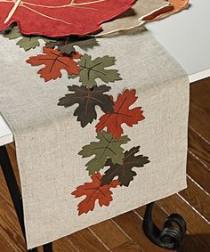 This Linen Leaf Table Runner by Mera International is perfect!Deck out your table setting with autumn-inspired style using this linen runner with lovely leaf appliques.Discover thousands of images about DIY fall table runner.felt leaves (I got them f Table Runner And Placemats, Burlap Table Runners, Table Runner Pattern, Quilted Table Runners, Autumn Crafts, Christmas Crafts, Plus Forte Table Matelassés, Sewing Table, Leaf Table