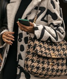 Chanel CoCo Large Tweed luxury designer replica shoulder bag handbag Source by elisabethsnsimages Bags street Estilo Fashion, Fashion Mode, Fashion Outfits, Womens Fashion, Fashion Trends, Ankara Fashion, Vogue Fashion, Unique Fashion, Fashion Clothes
