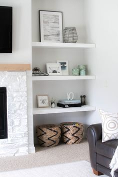 built in shelves around fireplace Home And Living, House Interior, Room Shelves, Living Room Shelves, Fireplace Shelves, Home, White Floating Shelves, Floating Shelves Living Room, Home Decor