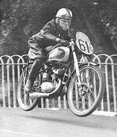 Harvey Williams on a BSA Bantam leaping Ballaugh Bridge at the 1952 Isle of Man TT races. Motorcycle Racers, Racing Motorcycles, Women Motorcycle, Motorcycle Helmets, British Motorcycles, Vintage Motorcycles, Isle Of Man Tt, Course Vintage, Motos Retro