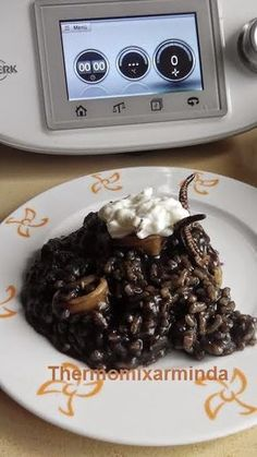 Recetas para tu Thermomix - desde Canarias: Arroz negro con calamares Best Cooker, Slow Cooker, Arroz Recipe, Mini Croissants, A Food, Food And Drink, Kneading Dough, How To Cook Fish, Savoury Dishes