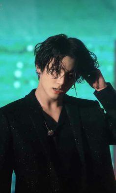 BTS' Jungkook has become the male K-Pop idol with the longest charting solo song. - BTS' Jungkook has become the male K-Pop idol with the longest charting solo song on Billboard World Digital Song Sales Foto Jungkook, Foto Bts, Jungkook Oppa, V Taehyung, Bts Bangtan Boy, Bts Boys, Namjoon, Jeon Jungkook Photoshoot, Jimin Hair