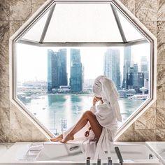 いいね!297.6千件、コメント1,014件 ― Shay Mitchellさん(@shaym)のInstagramアカウント: 「Need a change of scenery...ill take this view please」